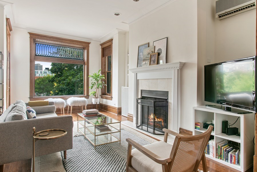 Real Estate Photography - 3618 N Fremont, Unit 2, Chicago, IL, 60613 - Living Room