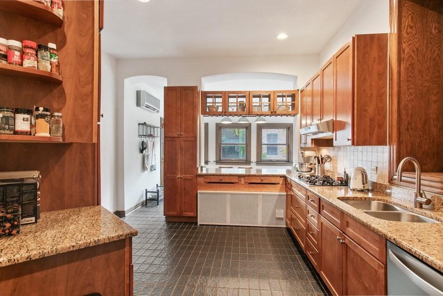 Real Estate Photography - 3618 N Fremont, Unit 2, Chicago, IL, 60613 - Kitchen