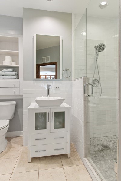 Real Estate Photography - 3618 N Fremont, Unit 2, Chicago, IL, 60613 - 2nd Bathroom