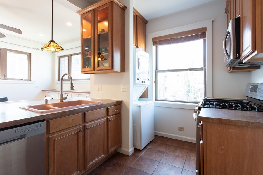 Real Estate Photography - 1646 E 54th St, 3D, Chicago, IL, 60615 - Kitchen