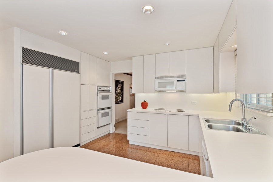 Real Estate Photography - 1682 Cavell, Highland Park, IL, 60035 - Kitchen