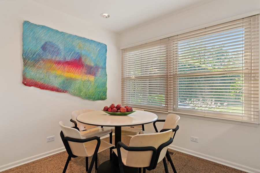 Real Estate Photography - 1682 Cavell, Highland Park, IL, 60035 - Kitchen Eating Area