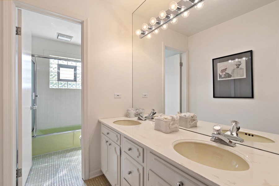 Real Estate Photography - 1682 Cavell, Highland Park, IL, 60035 - Hall Bath