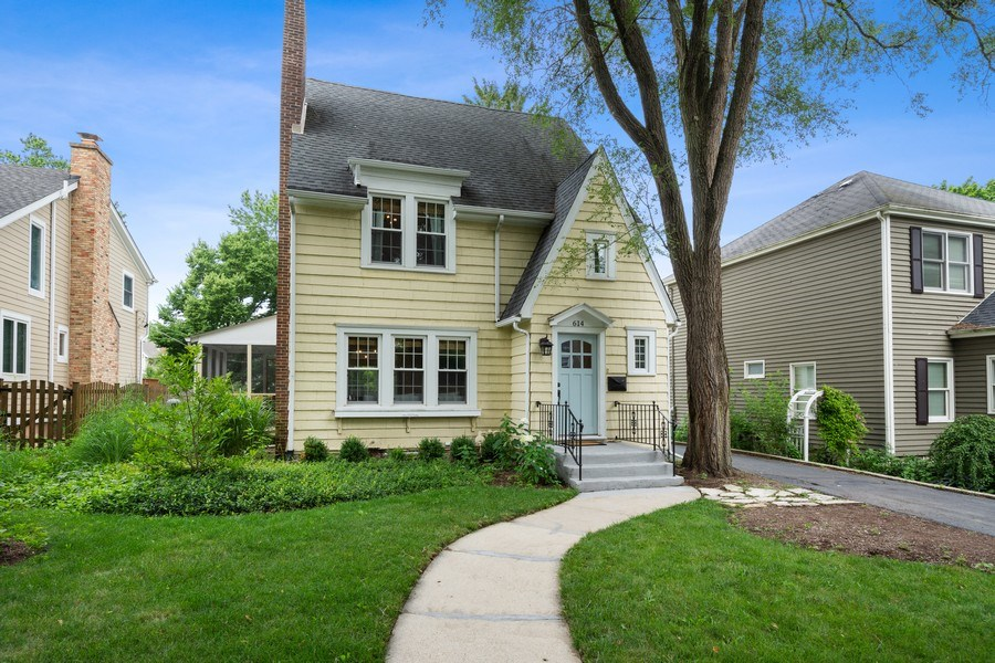 Real Estate Photography - 614 Division St, Barrington, IL, 60010 - Front View