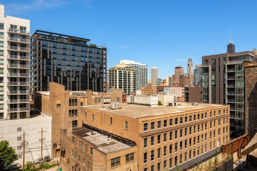 Real Estate Photography - 375 W Erie St, unit 501, Chicago, IL, 60654 - View