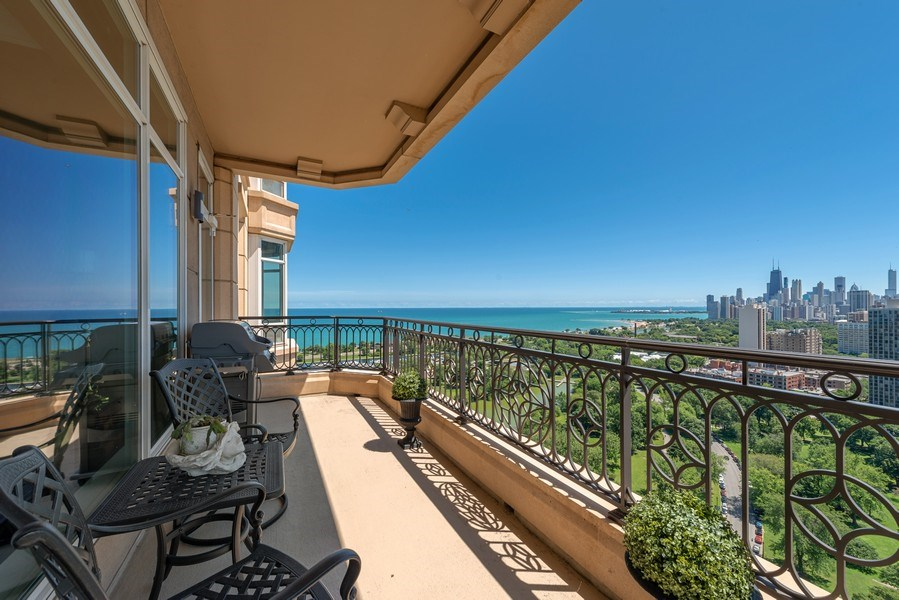 Real Estate Photography - 2550 N Lakeview, S2501, Chicago, IL, 60614 - Southeast Terrace View
