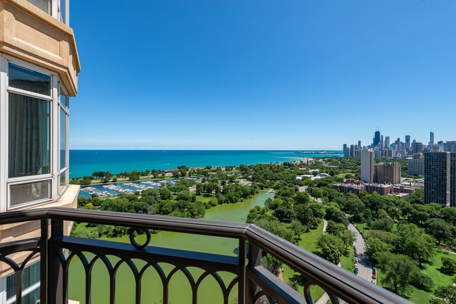 Real Estate Photography - 2550 N Lakeview, S2501, Chicago, IL, 60614 - Terrace View