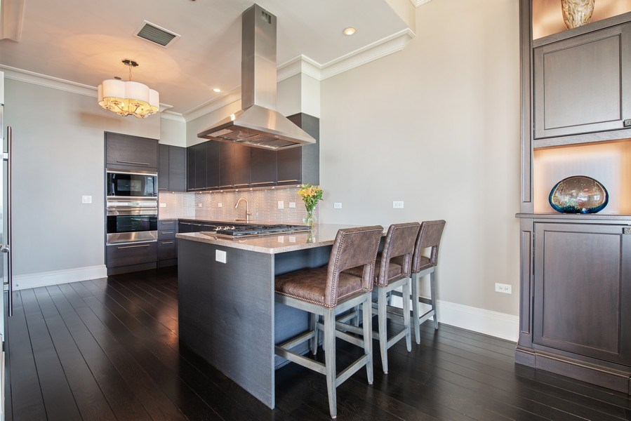 Real Estate Photography - 2550 N Lakeview, S2501, Chicago, IL, 60614 - Kitchen , Breakfast Bar