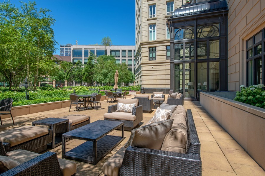 Real Estate Photography - 2550 N Lakeview, S2501, Chicago, IL, 60614 - LP2550 Patio