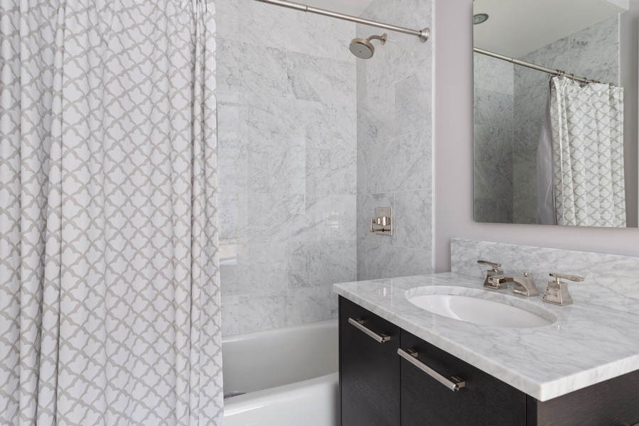 Real Estate Photography - 2550 N Lakeview, S2501, Chicago, IL, 60614 - 2nd Bathroom