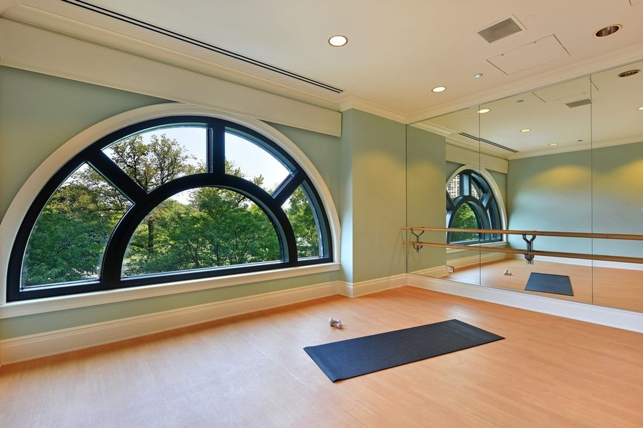 Real Estate Photography - 2550 N Lakeview, S2501, Chicago, IL, 60614 - Yoga Room