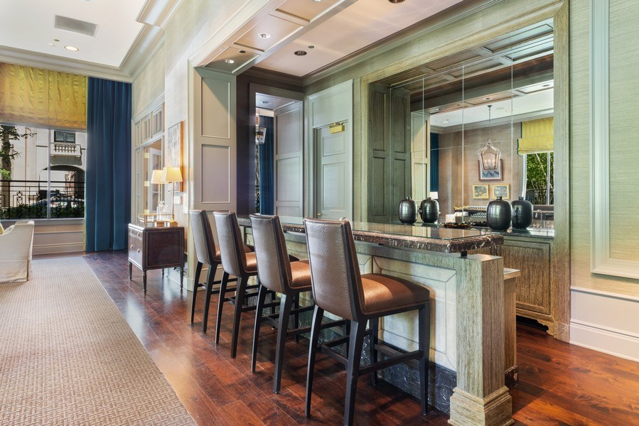 Real Estate Photography - 2550 N Lakeview, S2501, Chicago, IL, 60614 - Club Room Bar