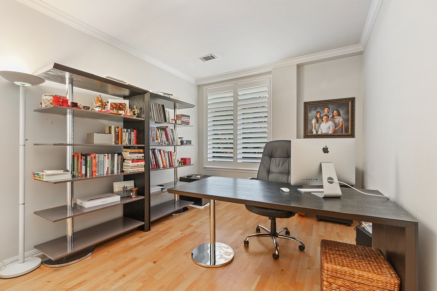 Real Estate Photography - 1414 N Wells, #207, Chicago, IL, 60610 - Office