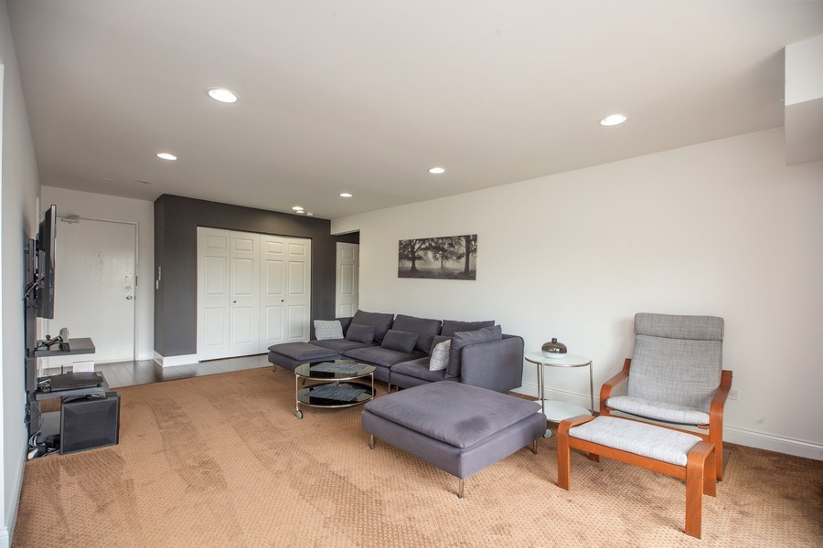 Real Estate Photography - 2424 E Oakton st, unit 4e, Arlington Heights, IL, 60005 - Living Room