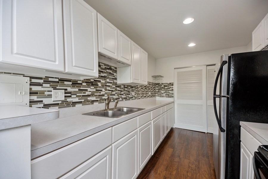 Real Estate Photography - 2424 E Oakton st, unit 4e, Arlington Heights, IL, 60005 - Kitchen