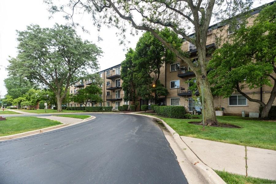 Real Estate Photography - 2424 E Oakton st, unit 4e, Arlington Heights, IL, 60005 - Front View