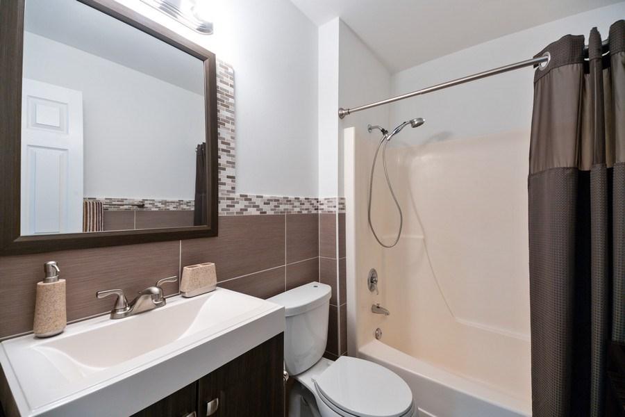 Real Estate Photography - 2424 E Oakton st, unit 4e, Arlington Heights, IL, 60005 - Bathroom