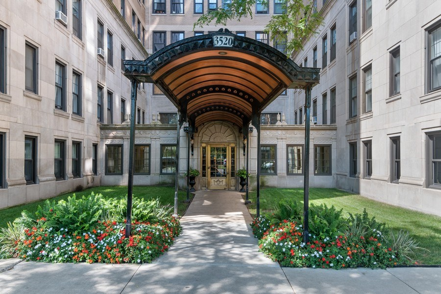 Real Estate Photography - 3520 N Lake Shore Drive, unit 3K, Chicago, IL, 60657 - Front View