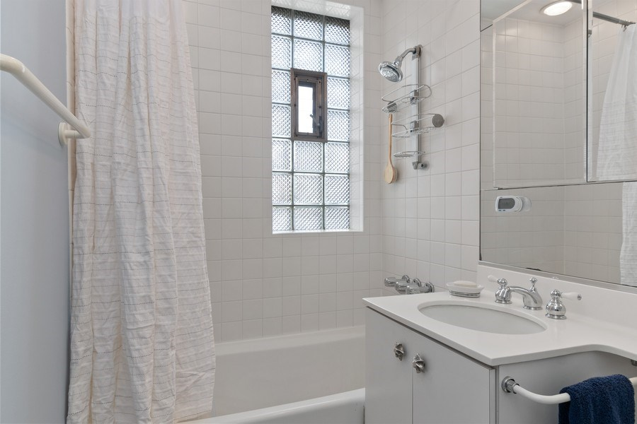 Real Estate Photography - 3520 N Lake Shore Drive, unit 3K, Chicago, IL, 60657 - Bathroom