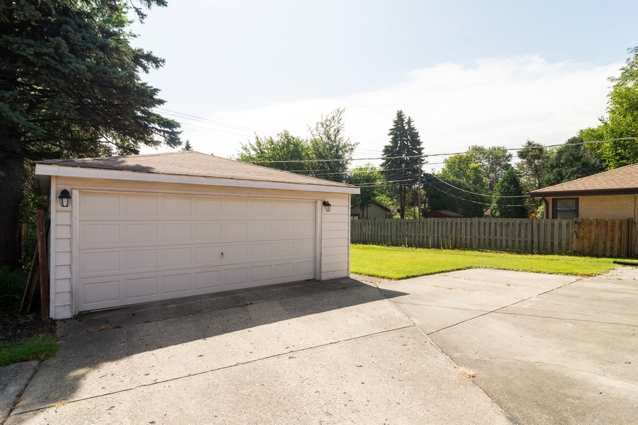 Real Estate Photography - 605 N Wille St, Mount Prospect, IL, 60056 - Garage