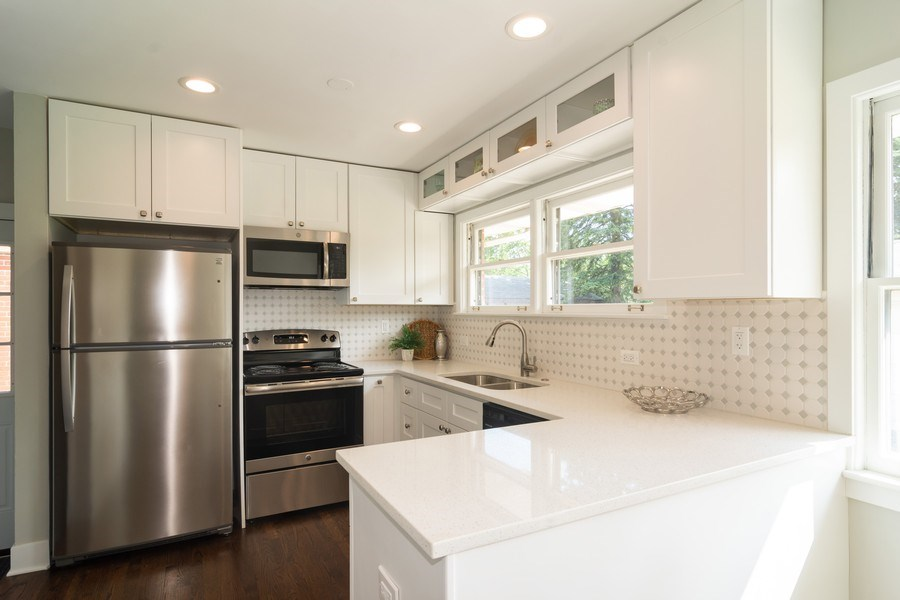 Real Estate Photography - 605 N Wille St, Mount Prospect, IL, 60056 - Kitchen
