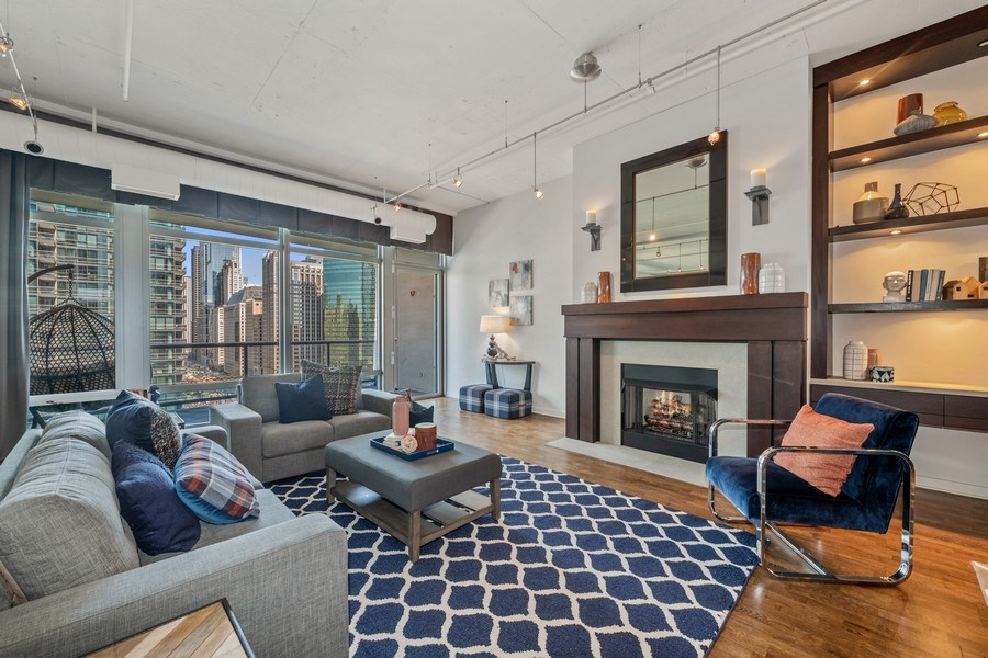 Real Estate Photography - 333 N. Canal, #1804, Chicago, IL, 60606 - Living Room
