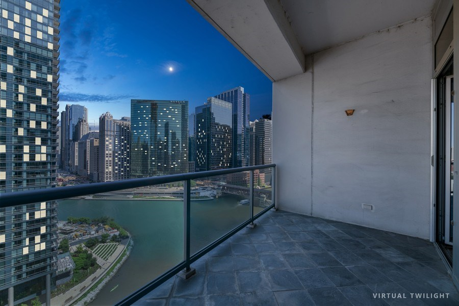 Real Estate Photography - 333 N. Canal, #1804, Chicago, IL, 60606 - Location 1