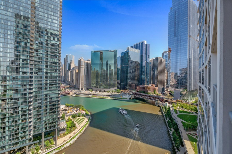 Real Estate Photography - 333 N. Canal, #1804, Chicago, IL, 60606 - View