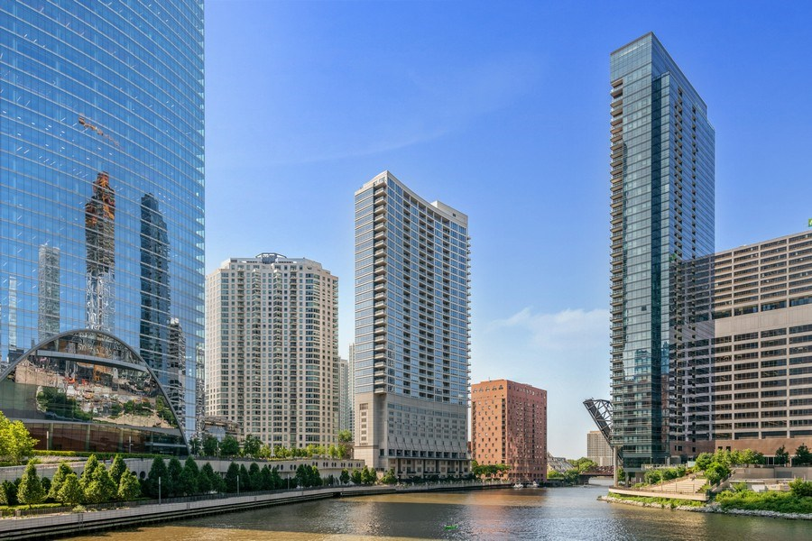 Real Estate Photography - 333 N. Canal, #1804, Chicago, IL, 60606 - Front View