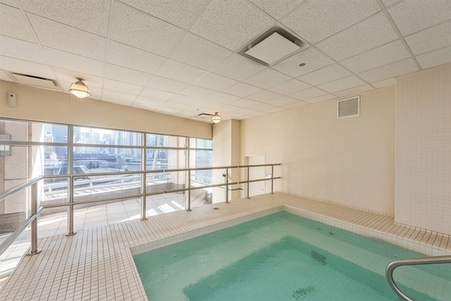 Real Estate Photography - 333 N. Canal, #1804, Chicago, IL, 60606 - Hot Tub