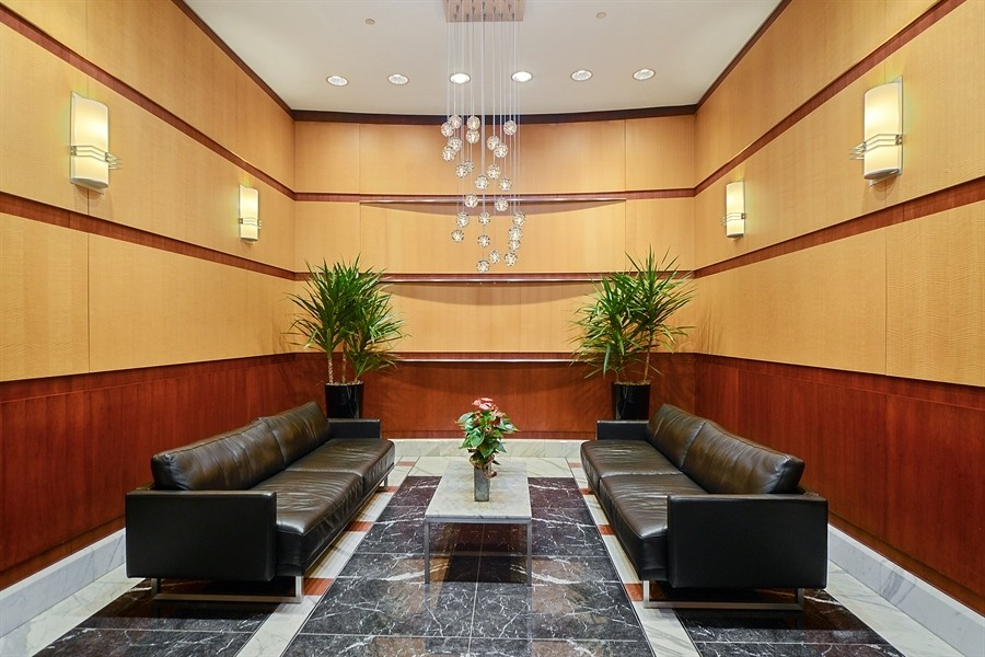 Real Estate Photography - 333 N. Canal, #1804, Chicago, IL, 60606 - Building Lobby