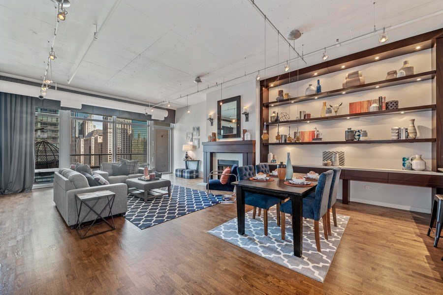 Real Estate Photography - 333 N. Canal, #1804, Chicago, IL, 60606 - Living Room / Dining Room