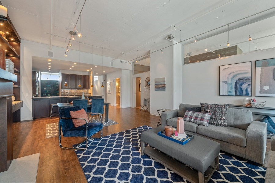 Real Estate Photography - 333 N. Canal, #1804, Chicago, IL, 60606 - Living Areas