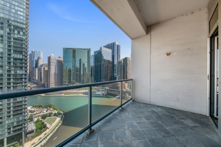 Real Estate Photography - 333 N. Canal, #1804, Chicago, IL, 60606 - Terrace