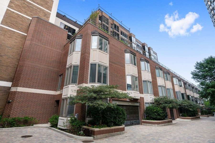 Real Estate Photography - 1740 N. Clark #1730, Chicago, IL, 60614 - Front View