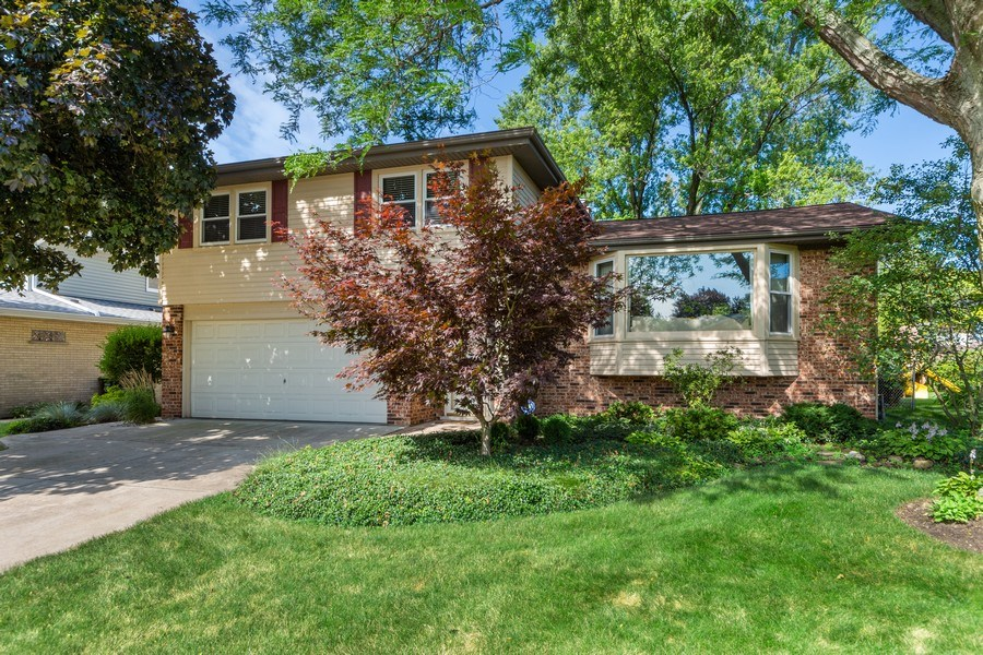 Real Estate Photography - 912 N Drury, Arlington Heights, IL, 60004 - Front View