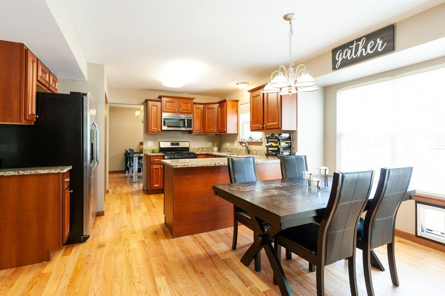 Real Estate Photography - 11 Cambridge Drive, Grayslake, IL, 60030 - Kitchen / Breakfast Room
