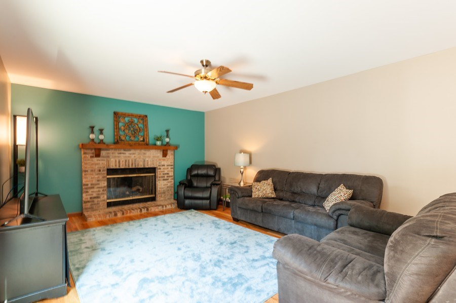 Real Estate Photography - 11 Cambridge Drive, Grayslake, IL, 60030 - Family Room