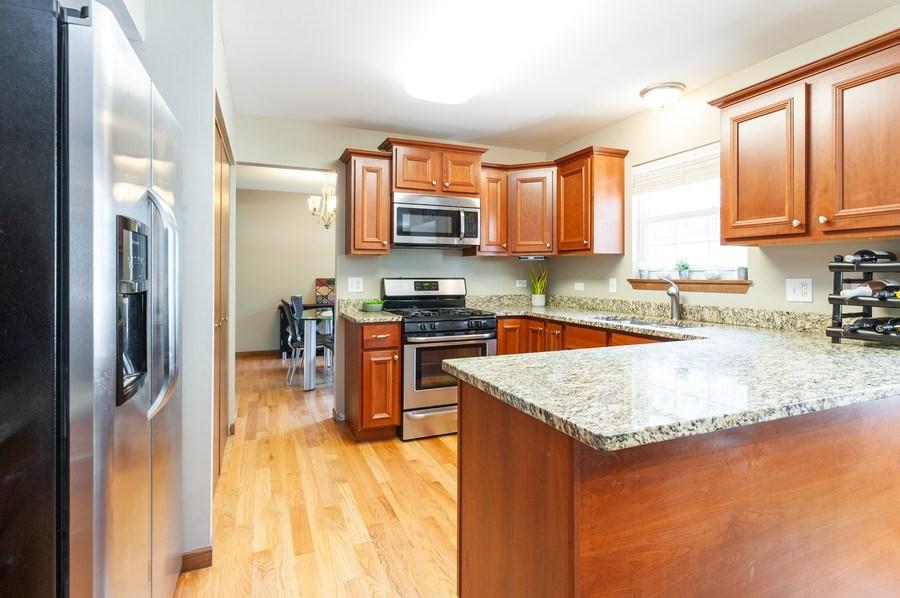 Real Estate Photography - 11 Cambridge Drive, Grayslake, IL, 60030 - Kitchen