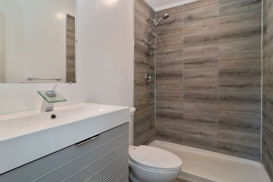 Real Estate Photography - 74 Woodside Road, Riverside, IL, 60546 - Master Bathroom
