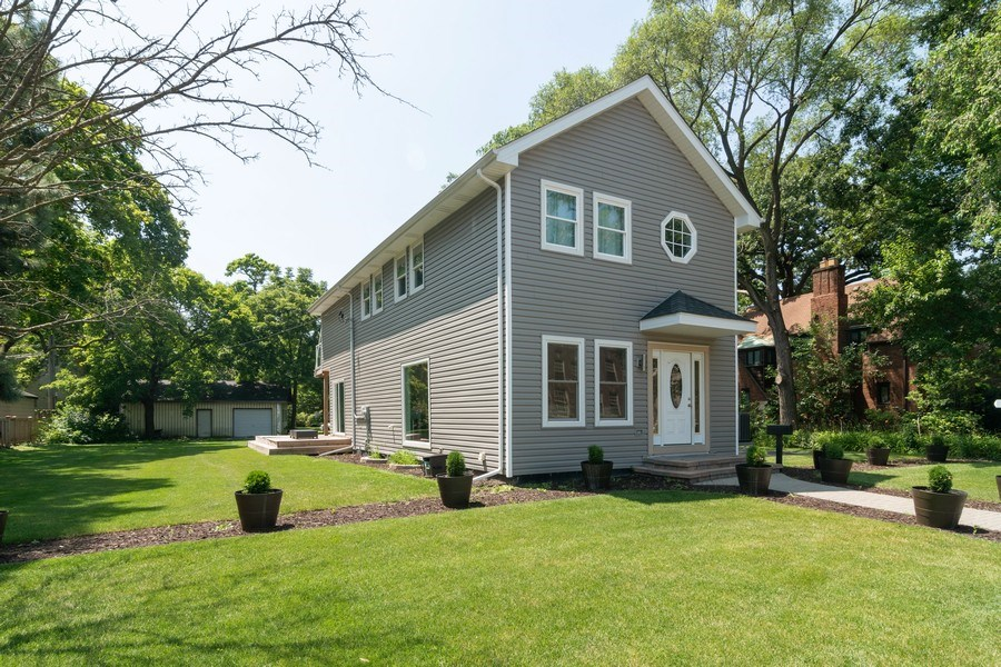 Real Estate Photography - 74 Woodside Road, Riverside, IL, 60546 - Front View