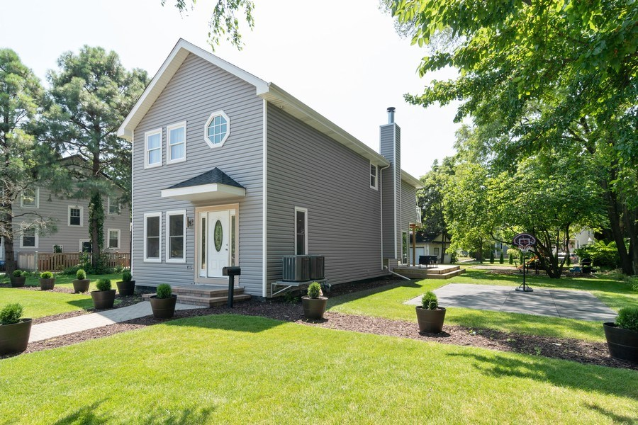 Real Estate Photography - 74 Woodside Road, Riverside, IL, 60546 - Side View