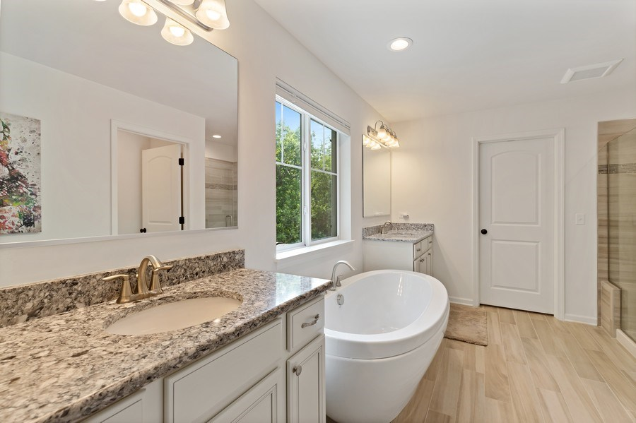 Real Estate Photography - 114 Flint Creek, Hawthorn Woods, IL, 60047 - Master Bathroom
