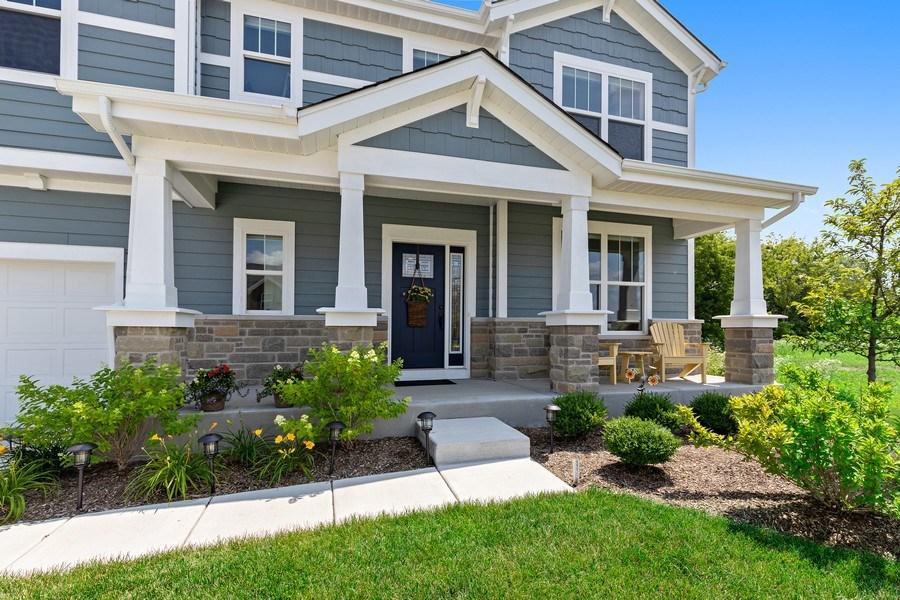 Real Estate Photography - 114 Flint Creek, Hawthorn Woods, IL, 60047 - Porch