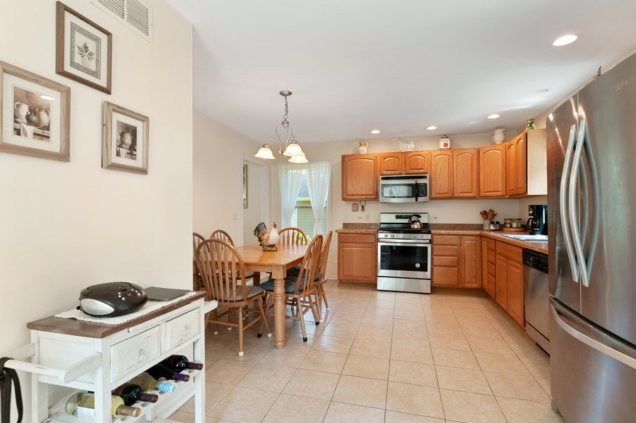 Real Estate Photography - 2820 Hickory Drive, Mccullum Lake, IL, 60050 - Kitchen / Breakfast Room