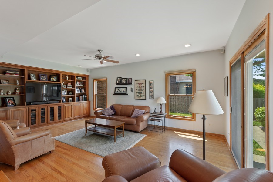 Real Estate Photography - 2630 N Stratford, Arlington Heights, IL, 60004 - Family Room
