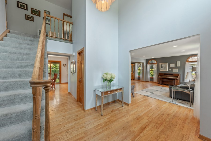 Real Estate Photography - 2630 N Stratford, Arlington Heights, IL, 60004 - Foyer