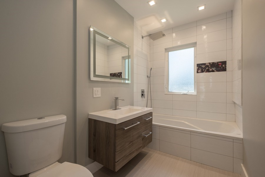 Real Estate Photography - 1038 Cherry, Highland Park, IL, 60035 - 2nd Bathroom