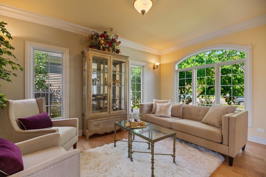 Real Estate Photography - 1326 N Illinois Ave, Arlington Heights, IL, 60005 - Family Room