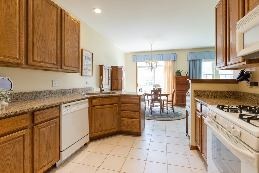 Real Estate Photography - 399 longfield lane, Grayslake, IL, 60030 - Kitchen